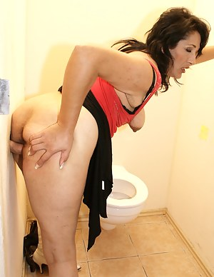 Free Mature Standing Sex Porn Pictures