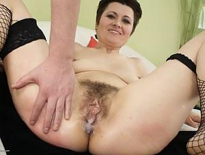 Free Cum in Mature Pussy Porn Pictures