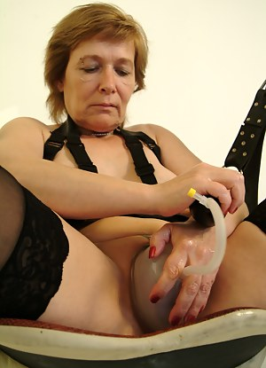 Free Mature Sex Toys Porn Pictures